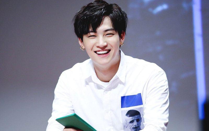Kpop idol eye smile