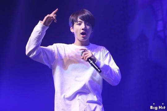 JungKook trong concert đầu tiên của BTS